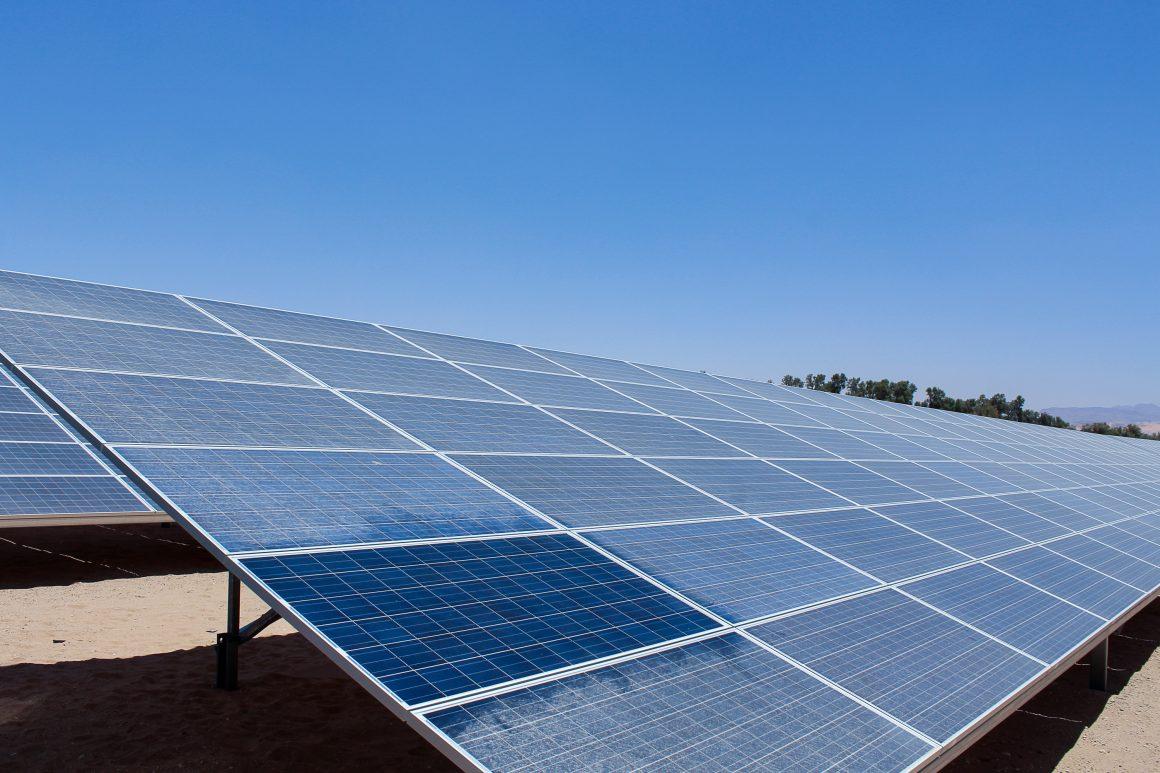 netejar plaques solars