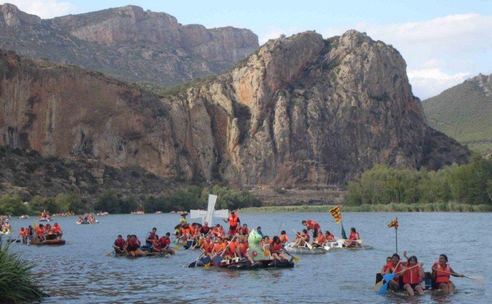 la Trannsegre de Balaguer amb una barca solar