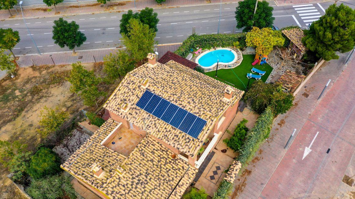 plaques solars en una casa unifamiliar